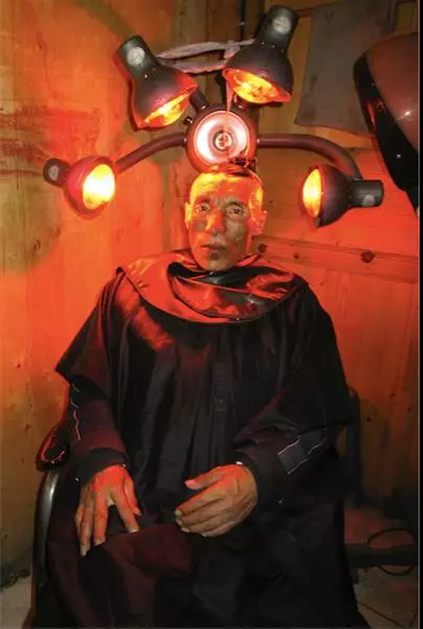 冯立,选自《白夜》系列,2007,图片由艺术家提供  Feng Li,from the series  White Night , 2007,courtesy of the artist