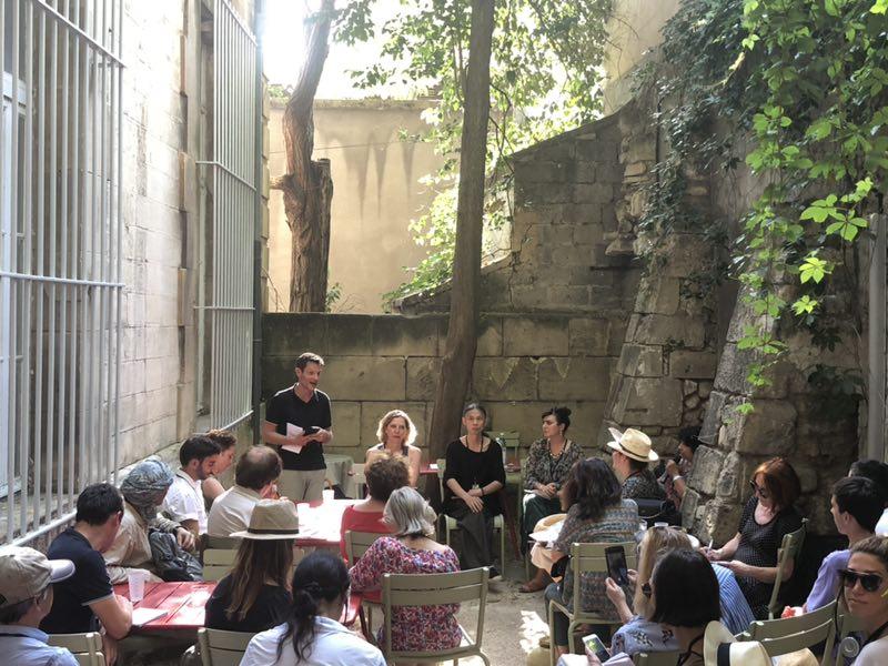 阿尔勒摄影节主席与集美·阿尔勒国际摄影季团队  (左起:萨姆·斯道兹、黎静、荣荣、零零)