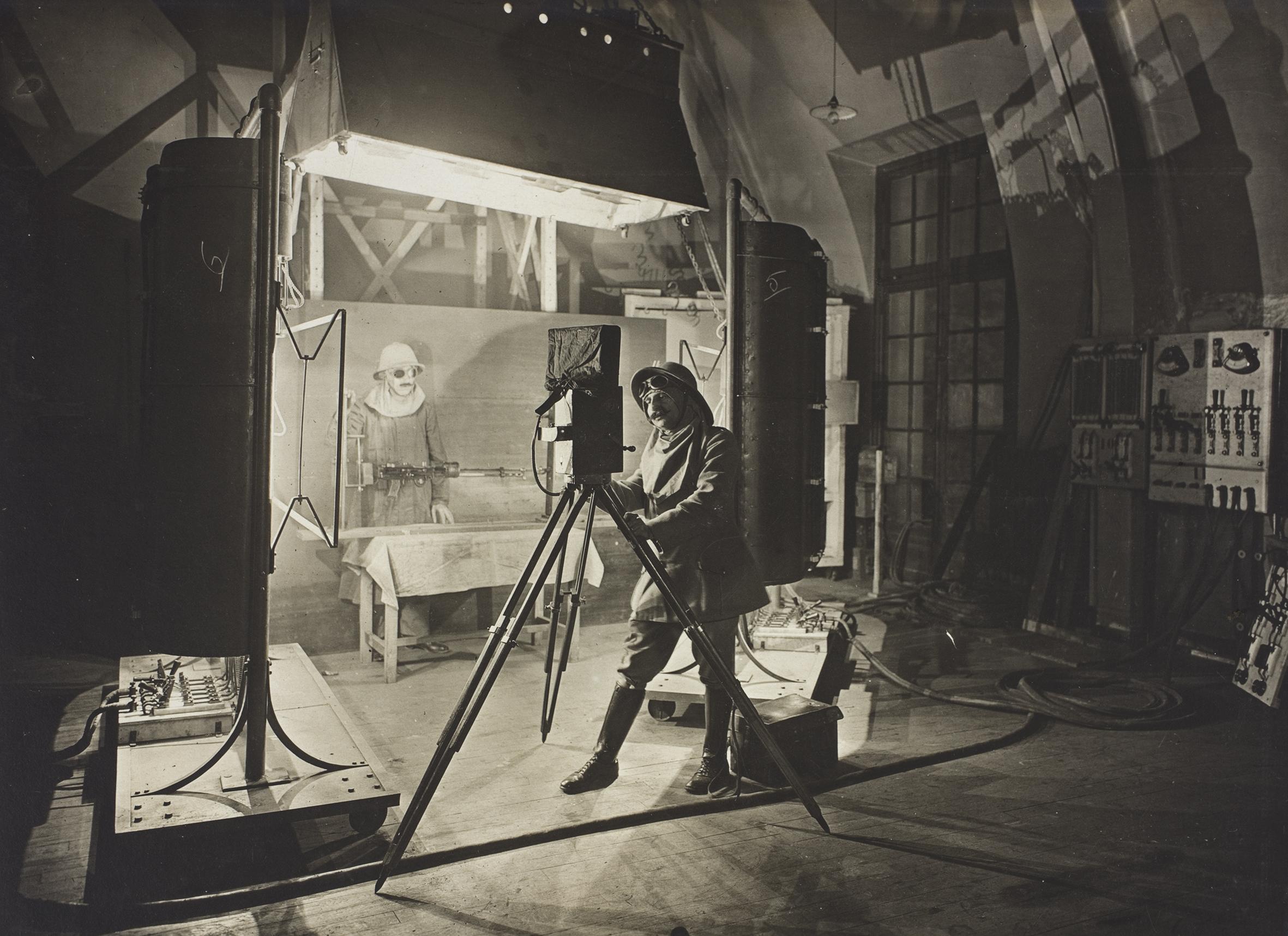 """研发部门,剧院的照片,约1916年-1920年。现由法国国家档案馆收藏,398ap061""""1125""""。"""