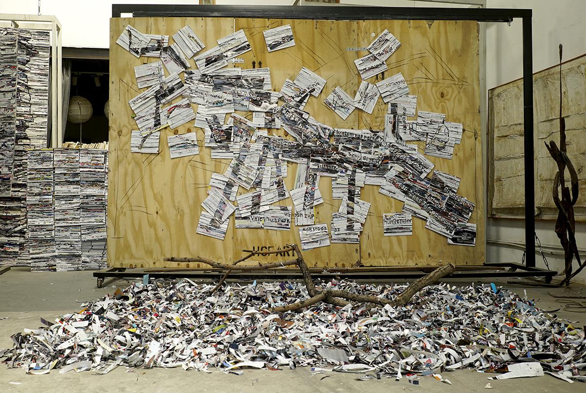 李枪,《经过布达佩斯的多瑙河》,2018年。媒体杂志,铁网,扎带,4800cm x 240cm x 4cm。图片由艺术家提供。