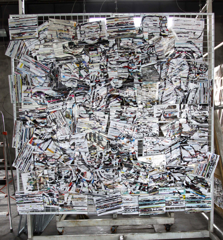 李枪,《门神》,2019年。媒体杂志,铁网,扎带,200cm x 200cm x 4cm。图片由艺术家提供。