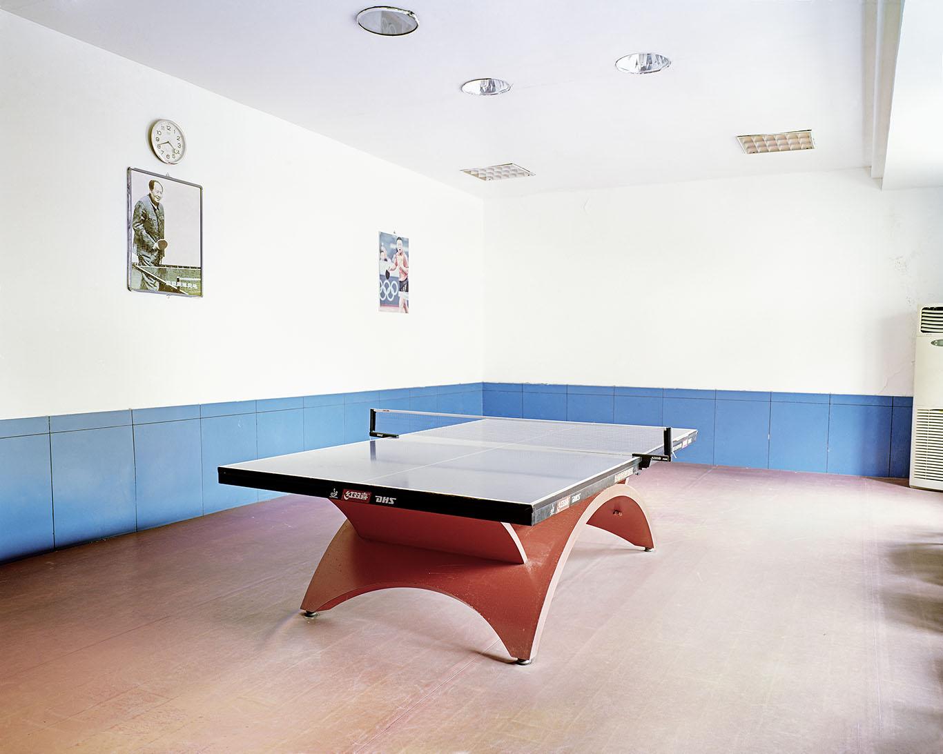 唐晶,《洪山体育馆》,2017年。泛太克纯棉硫化钡艺术微喷,180cm x 235cm。图片由艺术家提供。