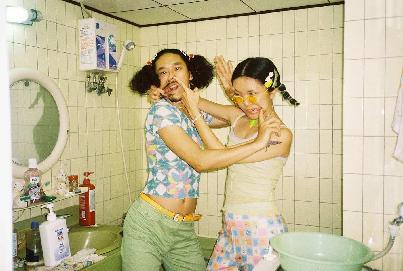 罗洋,《Chen Nienying & Ho Tingshao》,2019年,香港,胶片,图片由艺术家提供。