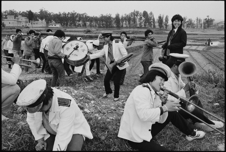 吉•勒盖莱克,《从泉州到崇武之间的裹强村葬礼》,福建,1989年4月13日。图片由艺术家/马格南图片社提供。