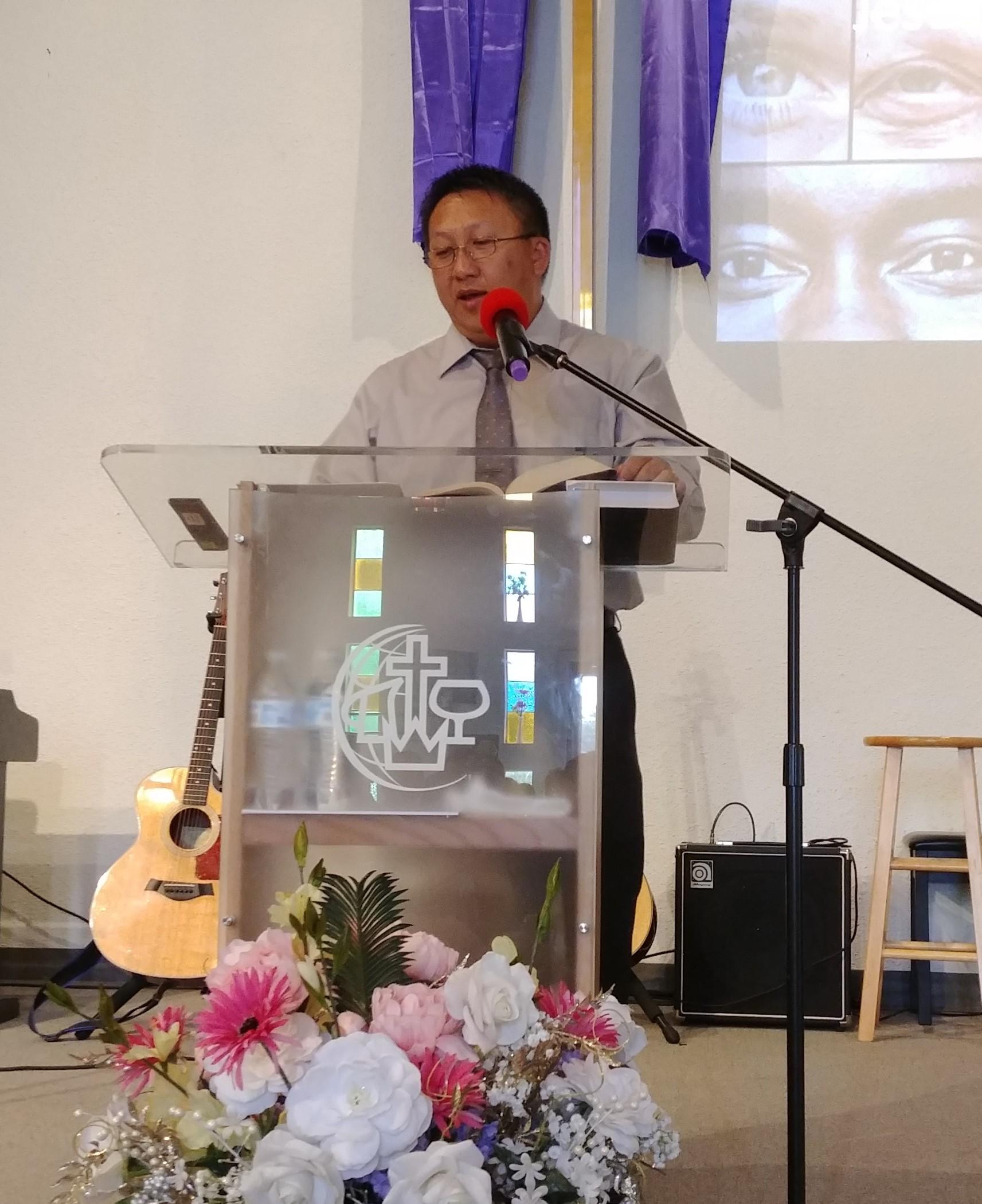 Txawj Xab preaching.jpg