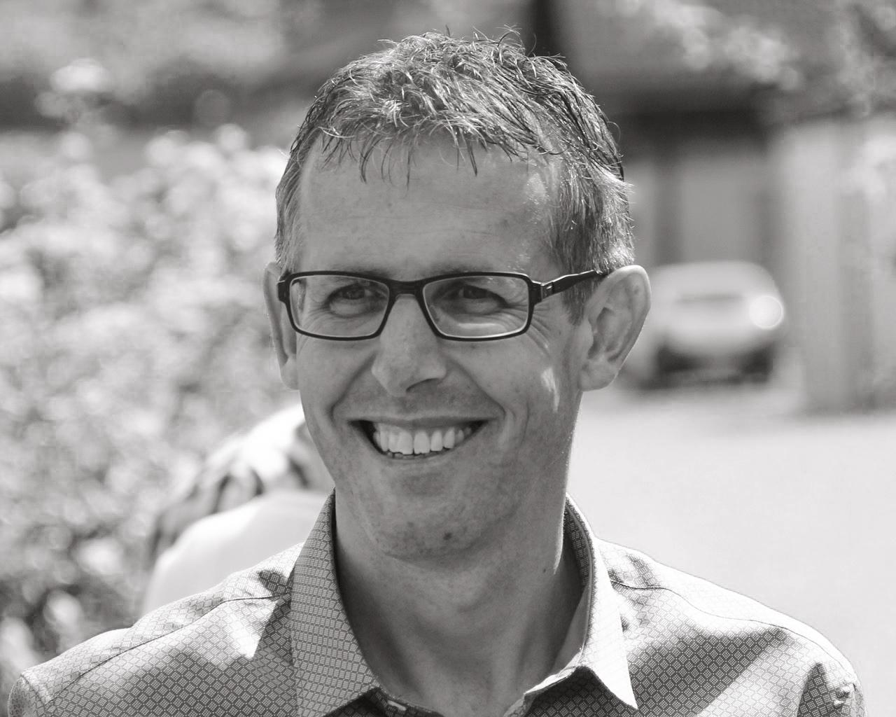 Bernhard Lüthi, Leiter EE Schweiz - Confession ist eine theoretisch und praktische Ausbildung für deinen Berufsalltag, das heisst Worte haben Kraft. Wenn du dein Talent mit Zeit verbindest bringst du automatisch Frucht in deinem Leben- Alltag. Was wäre wenn deine Berufung zum Beruf wird?
