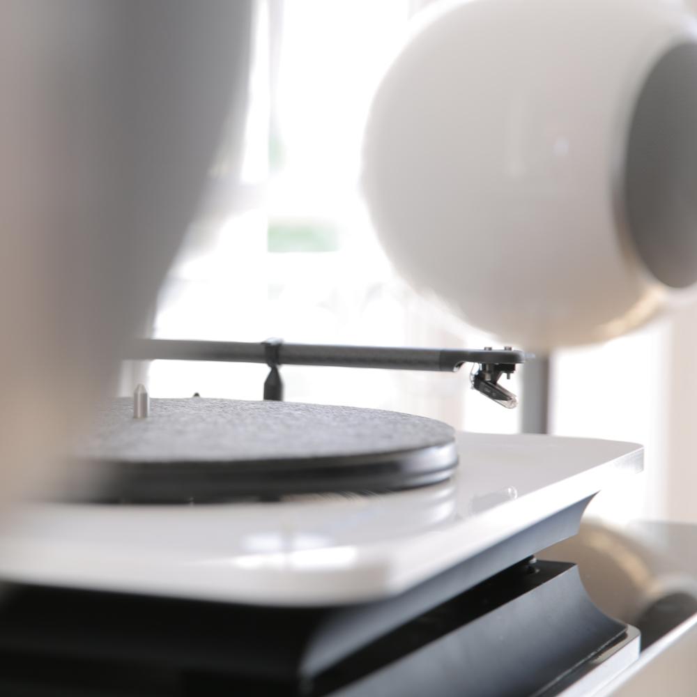 elipson bluetooth turntable speakers white
