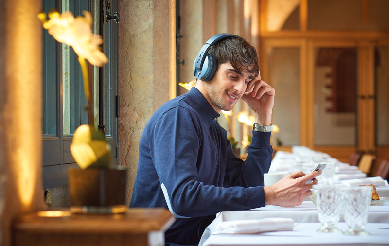 Listen_Wireless_Chic_01.jpg