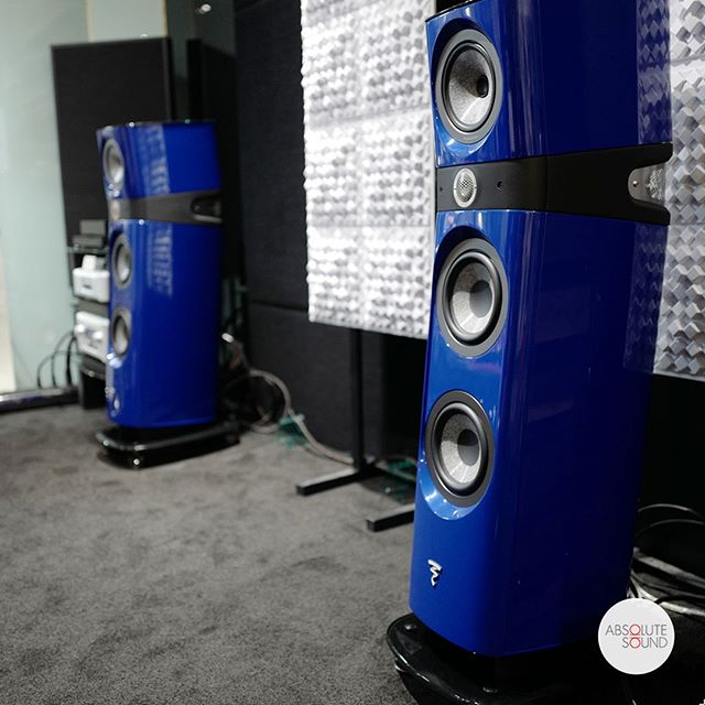 "The blue Sopra N2's look and sound incredible when combined with the right electronics. There's just something about the Beryllium Tweeter and ""W""-driver combination that make for a compelling listen.⁣ .⁣ .⁣ .⁣ .⁣ #audio #audiophile #audiophiles #stereo #stereophile #music #hifi #highfidelity #homecinema #homestereo #hometheatre #leicacraft #afterlight #vscocam #vscosg #instahifi #isolation #sound #highendhifi #loudspeakers #soundsystem #musicsystem #audiosystem #jazz #acoustics #stereo"