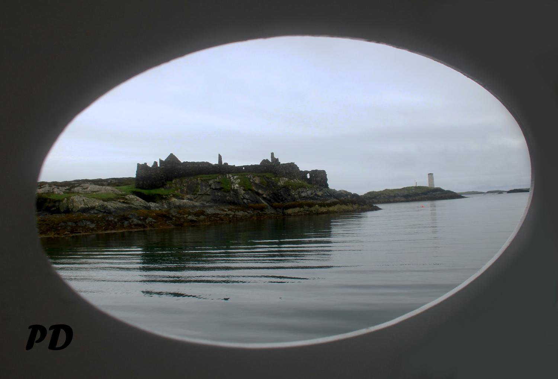 castle through hole.jpg