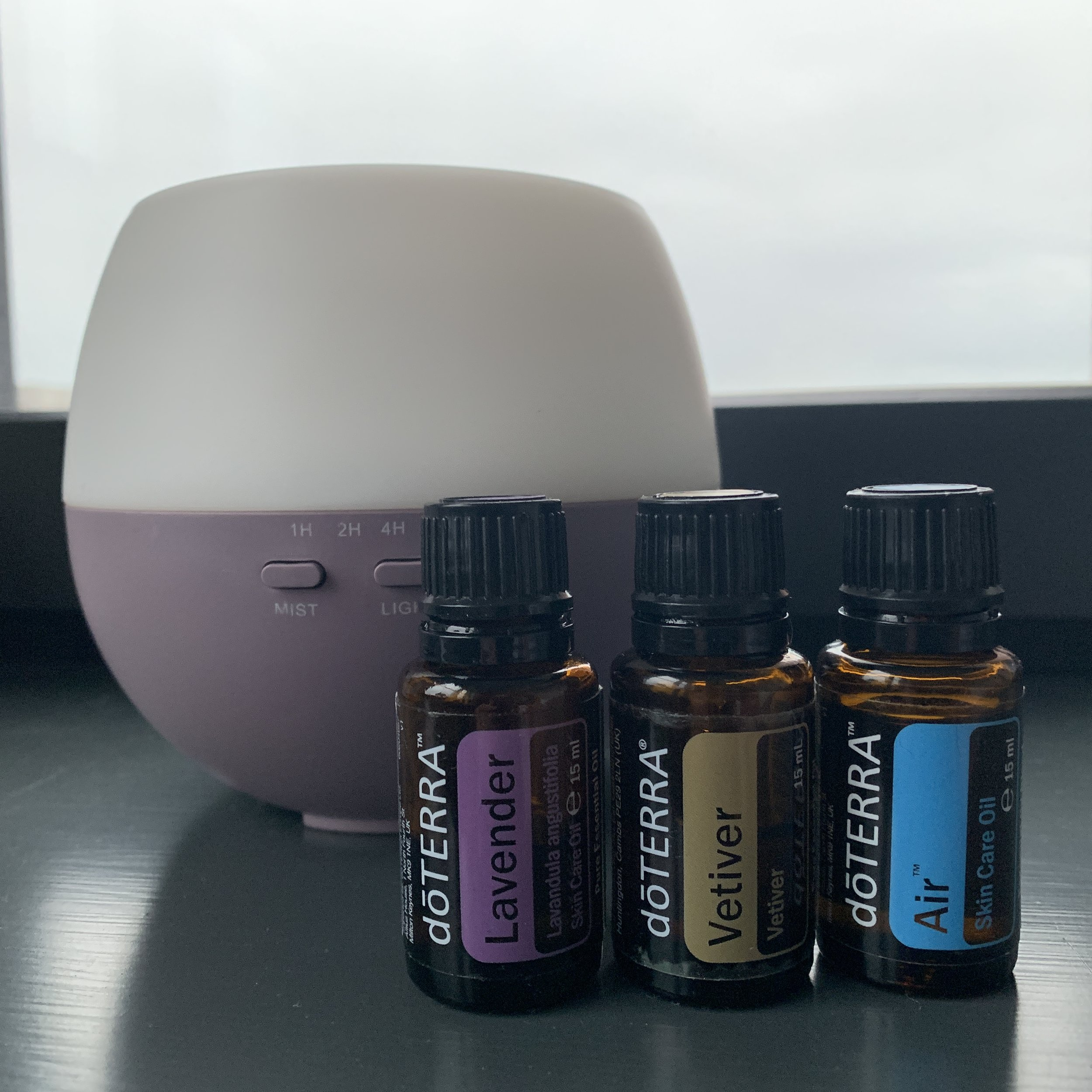 Sleep Kit €153 - Lavendel 15 ml, calming and relaxing properties that promote peaceful sleep and ease feelings of tension. #60204657Vetiver 15 ml, provide a calming, grounding effect on emotions—making it ideal for massage therapy and promoting restful sleep.* #60204698Air 15 ml, Maintains feelings of clear airways and easy breathing. #60203777Petal Diffuser, night-friendly diffuser with a far-reaching mist designed to help purify and humidify the air around you. #33150005(If you are not yet a member remember to add €25 for the enrollment fee).