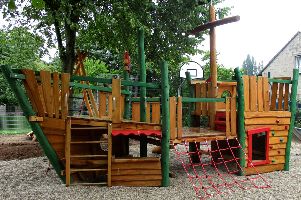 Timber play pirate ship