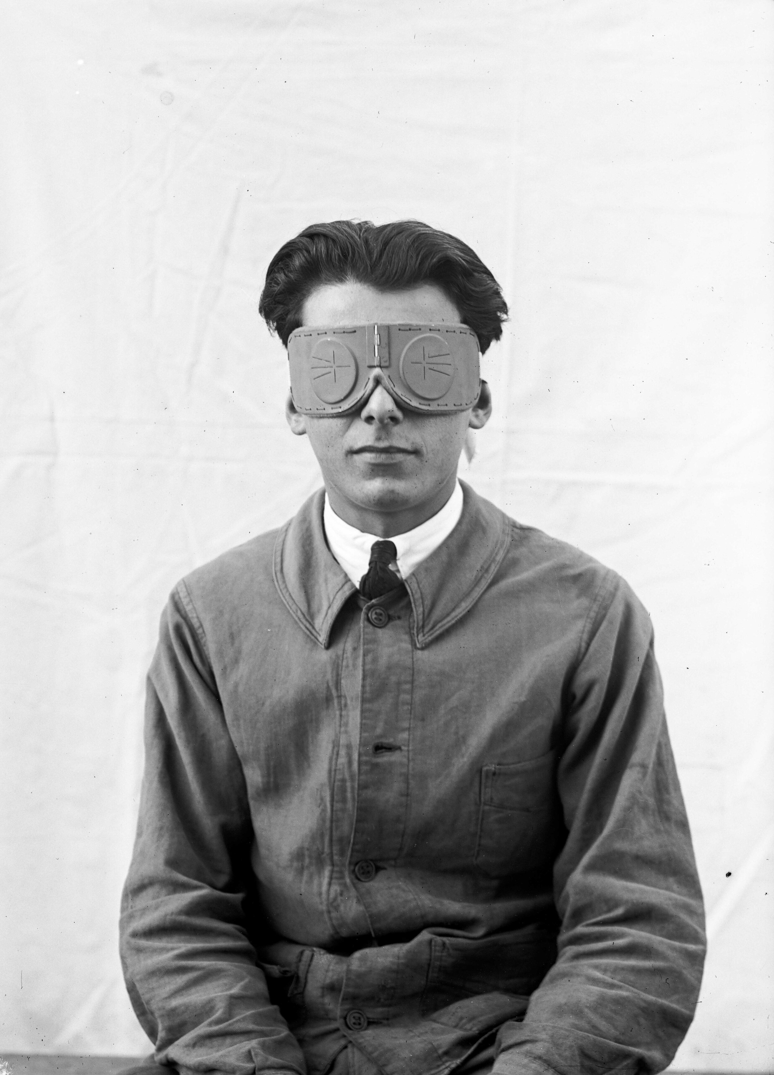 National Scientific and Industrial Research and Inventions Office, Louis Lapicque's visual field shutter goggles, December 1926. CNRS collection, B_6127.