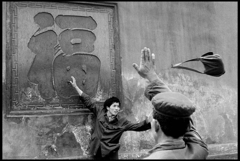 Guy Le Querrec,  Bao Guang Temple, Xindu (Sichuan), 27 April 1984.  Courtesy of the artist / Magnum