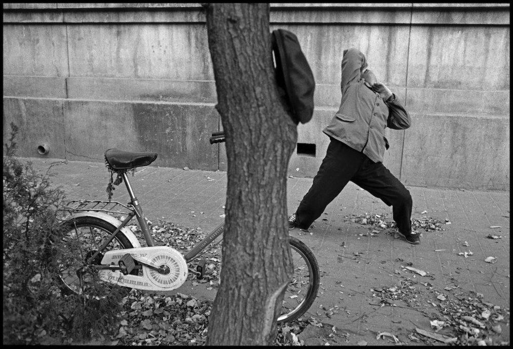 Guy Le Querrec,  Taiji and Qigong moves, Qianmen - Yong An lu (Beijing), 9 November 1988.  Courtesy of the artist / Magnum