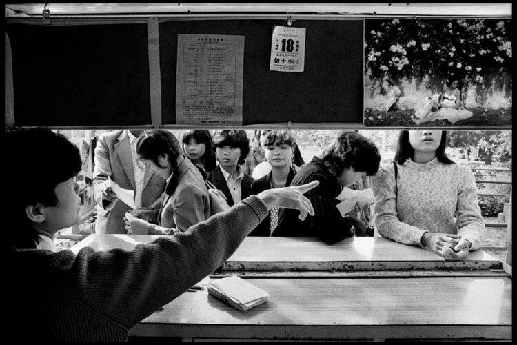 Guy Le Querrec,  Temple of Kai Yuan on Wushan Hill, Quanzhou (Fujian),18 November 1988.  Courtesy of the artist / Magnum