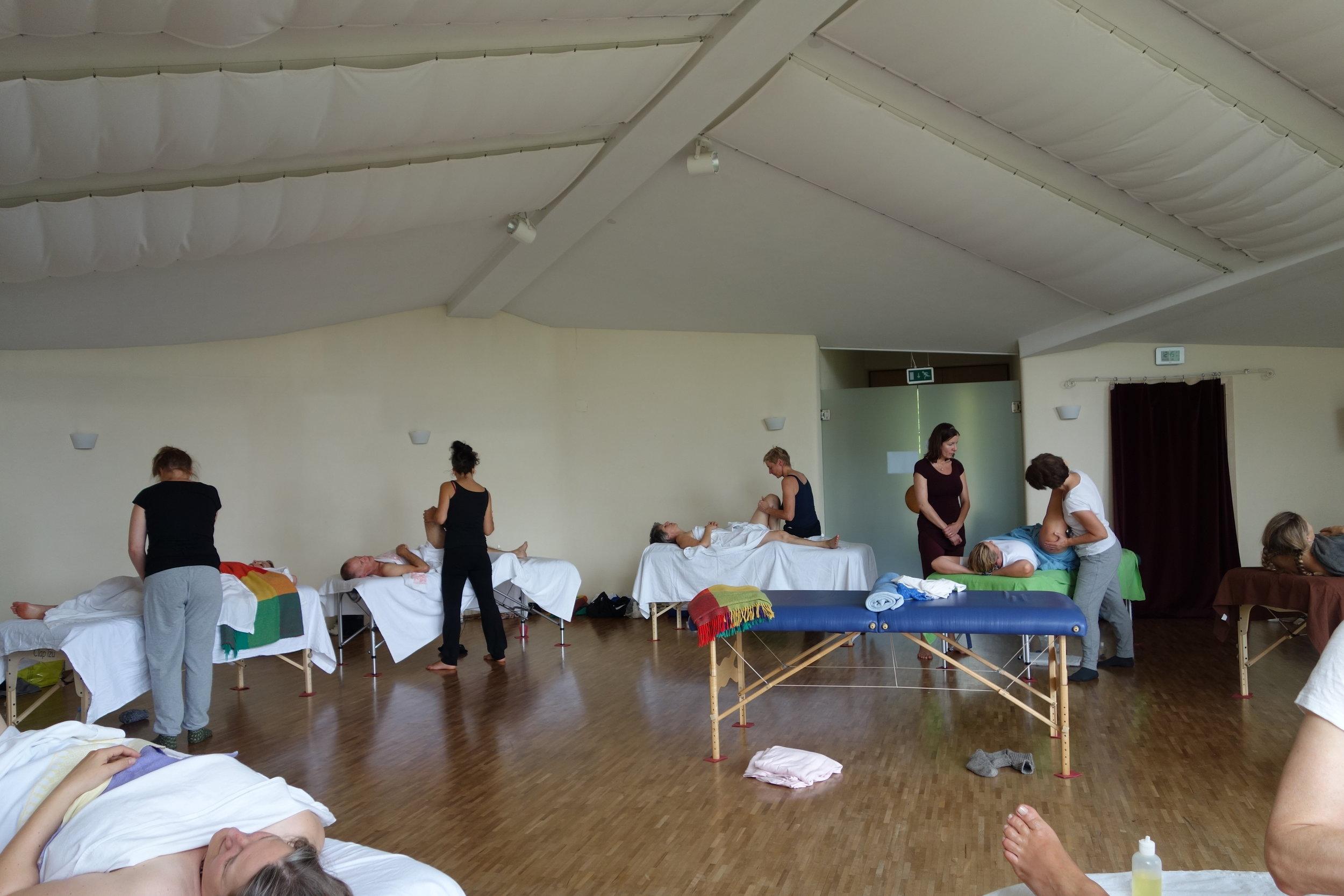 Esalen Massageausbildung Europa: erste Ausbildungsgruppe Schweiz/Deutschland im Herbst 2016 im Seminarhaus Hollerbühl, Südschwarzwald.