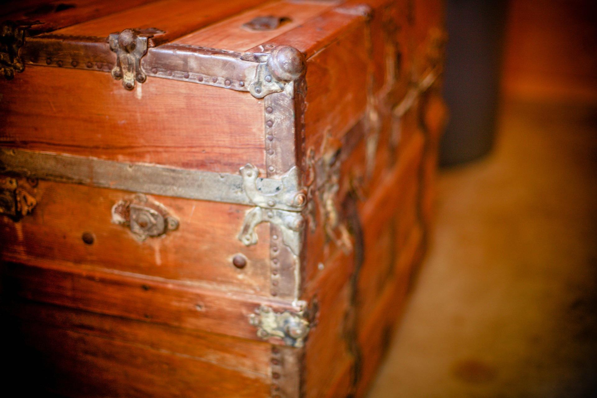 wooden-box-349703_1920.jpg