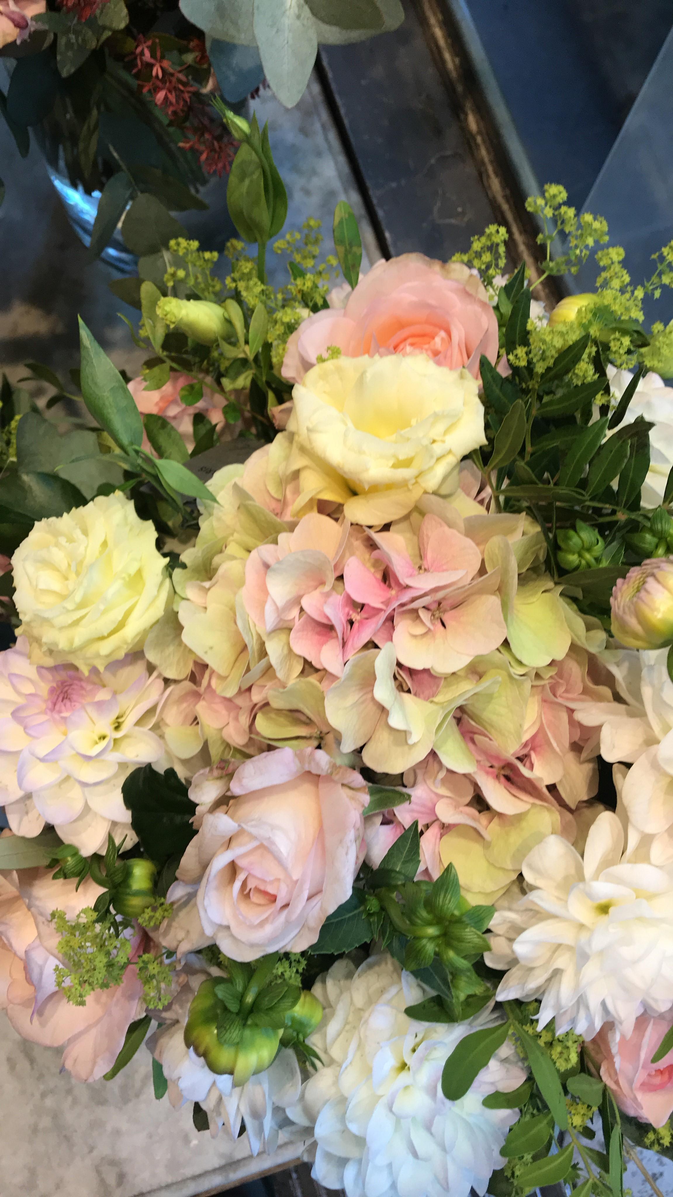 paris-flower-shop-yellow-roses.jpg