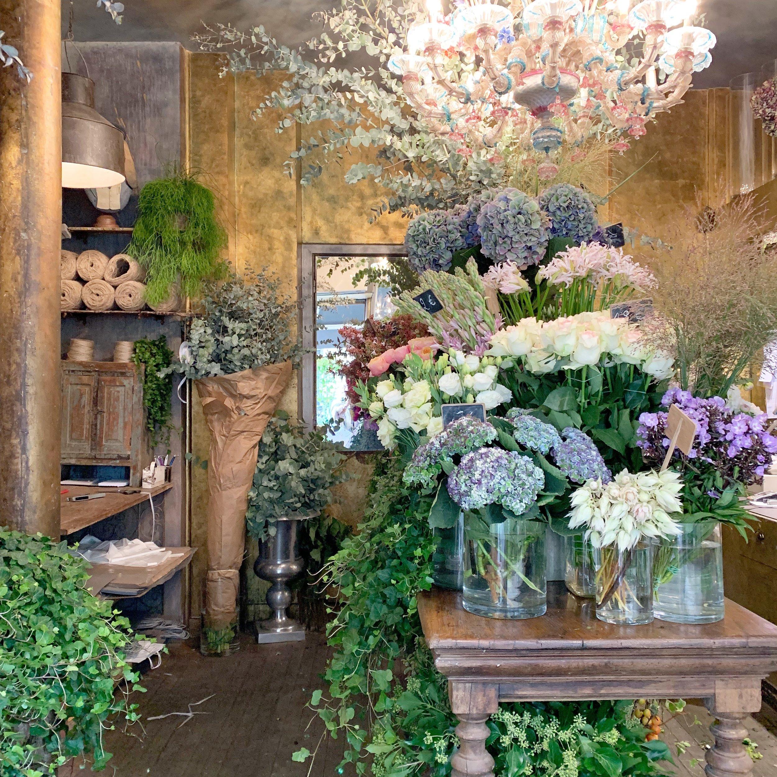 Parisian-florist-flower-display.jpg
