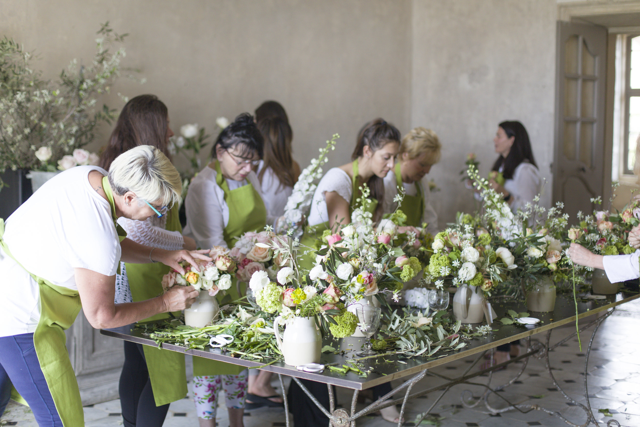 flower arranging class south of france provence chateau lesfleurs sandra sigman group floral workshop