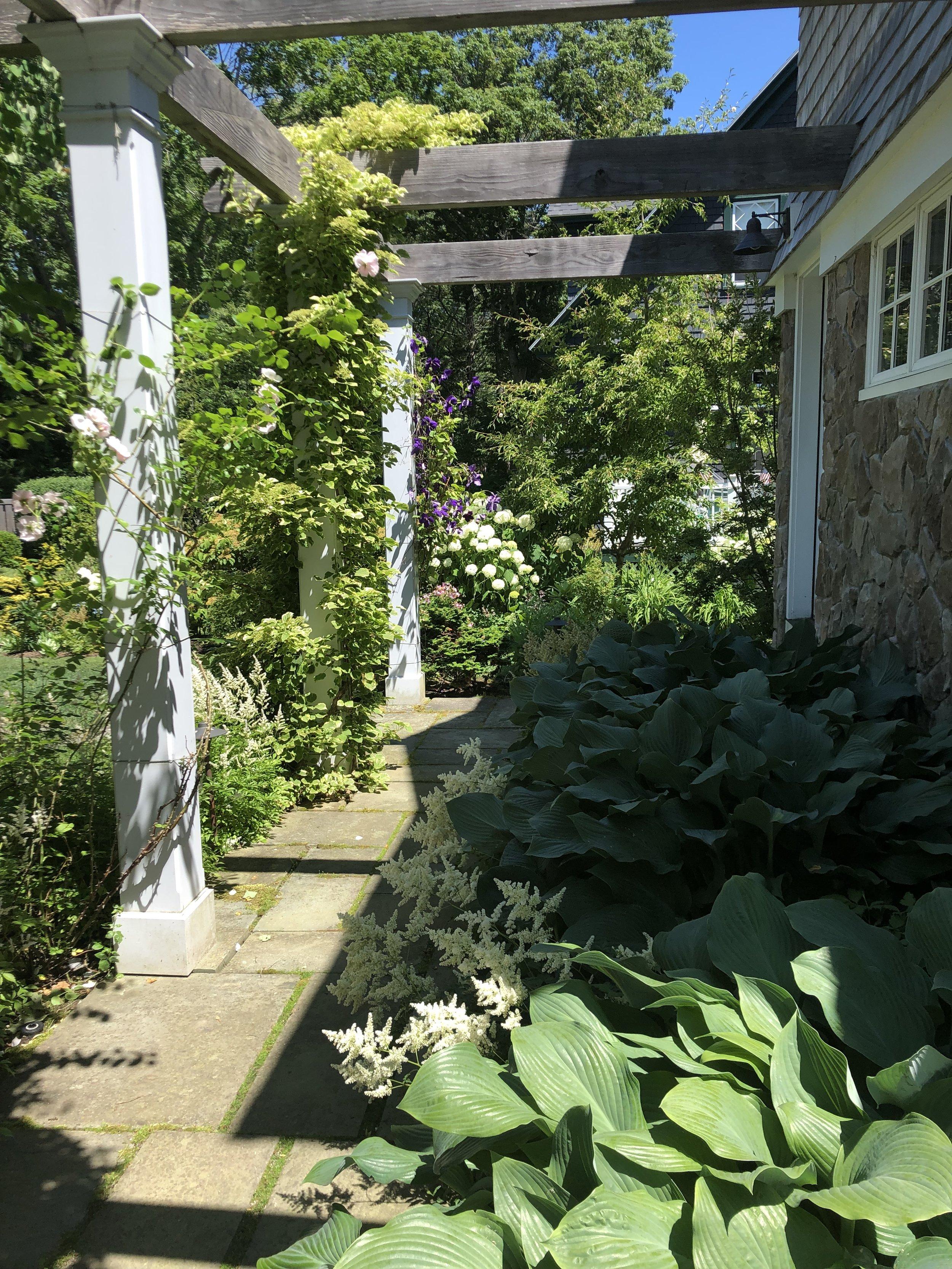 garden-inspiration-gate-statue-pergola (3).jpg