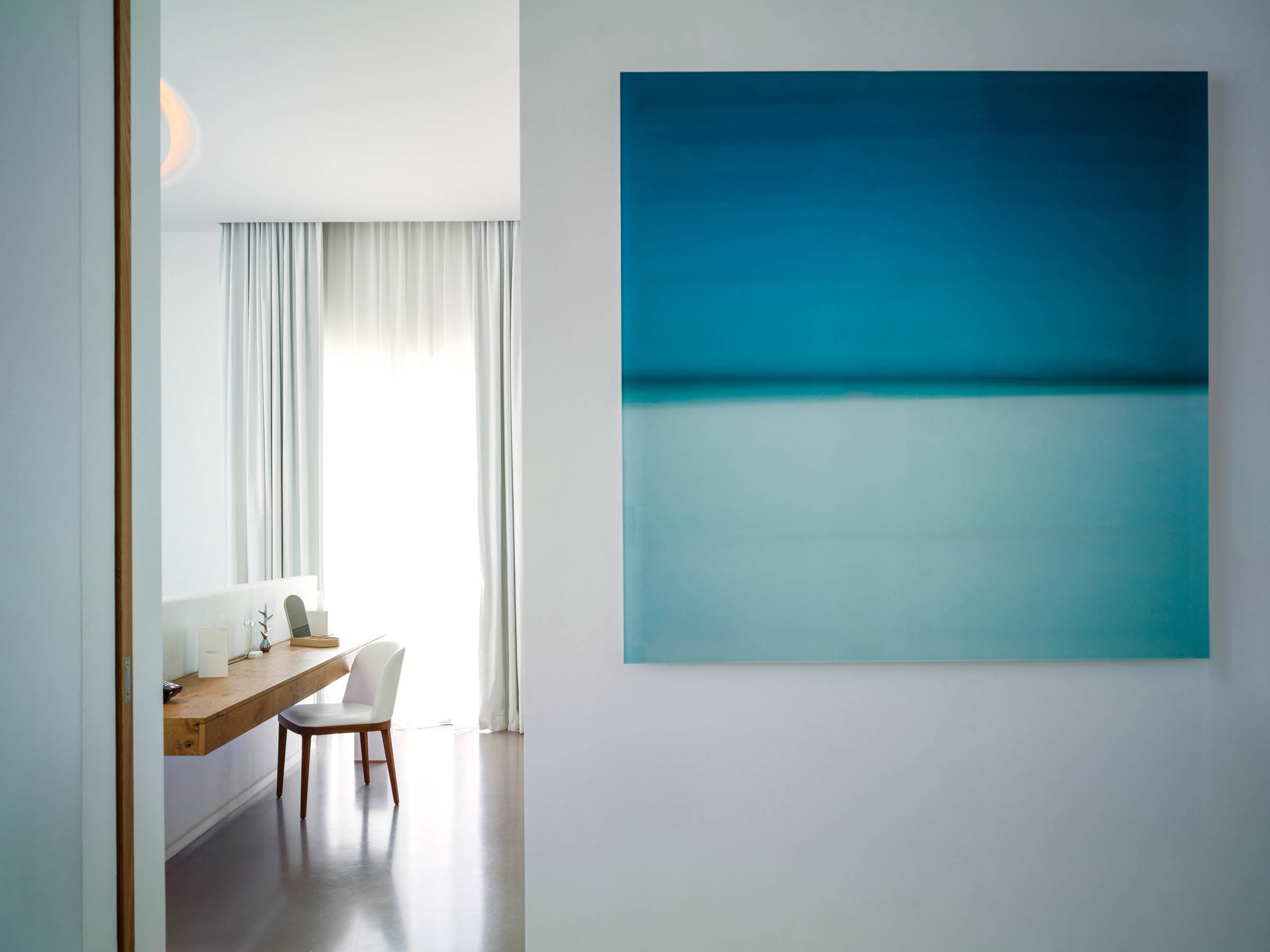 08-capsule-arts-projects-nikki-beach-room-painting.jpg