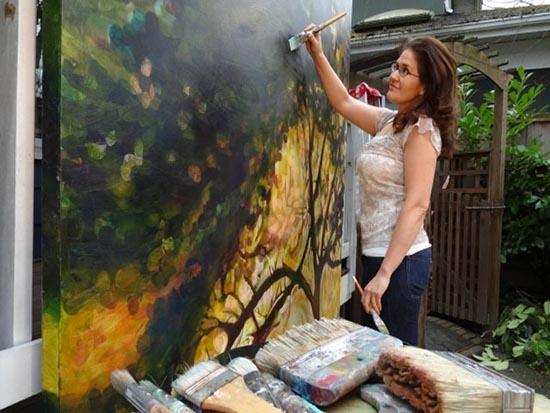 Artist Karen Lorena Parker working in the open air