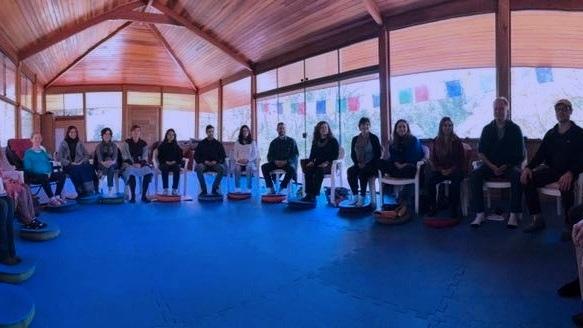 """Módulo I - Curso de treinamento intensivo sobre os princípios fundamentais das práticas de mindfulness e de como aplicá-las e ensiná-las em diferentes formas e contextos. Durante este curso intensivo, você vivenciará e aprenderá as capacidades necessárias para oferecer, efetivamente, programas baseados em mindfulness para indivíduos ou grupos pequenos. Este módulo concentra-se no """"o que"""" ensinar, nos vários contextos, e, mais importante, """"como"""" ensinar, para que os seus estudantes alcancem os resultados que eles esperam.Próxima turma:De 25/01 à 01/02/2020Local: Centro Alma Verde - Sto. Amaro da Imperatriz - SC. (90min. de Florianópolis)"""
