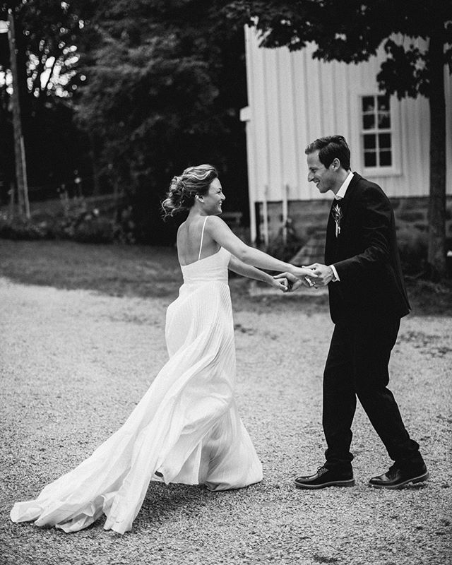 Melt my hearttt 🧡 #lookslikefilm #weddingday #beanandcole