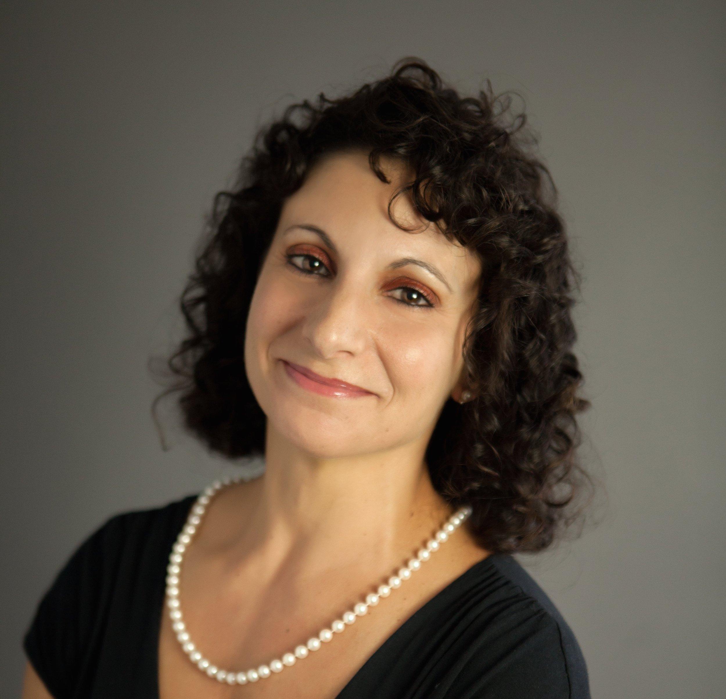 Dr. Lisa, headshot.jpg