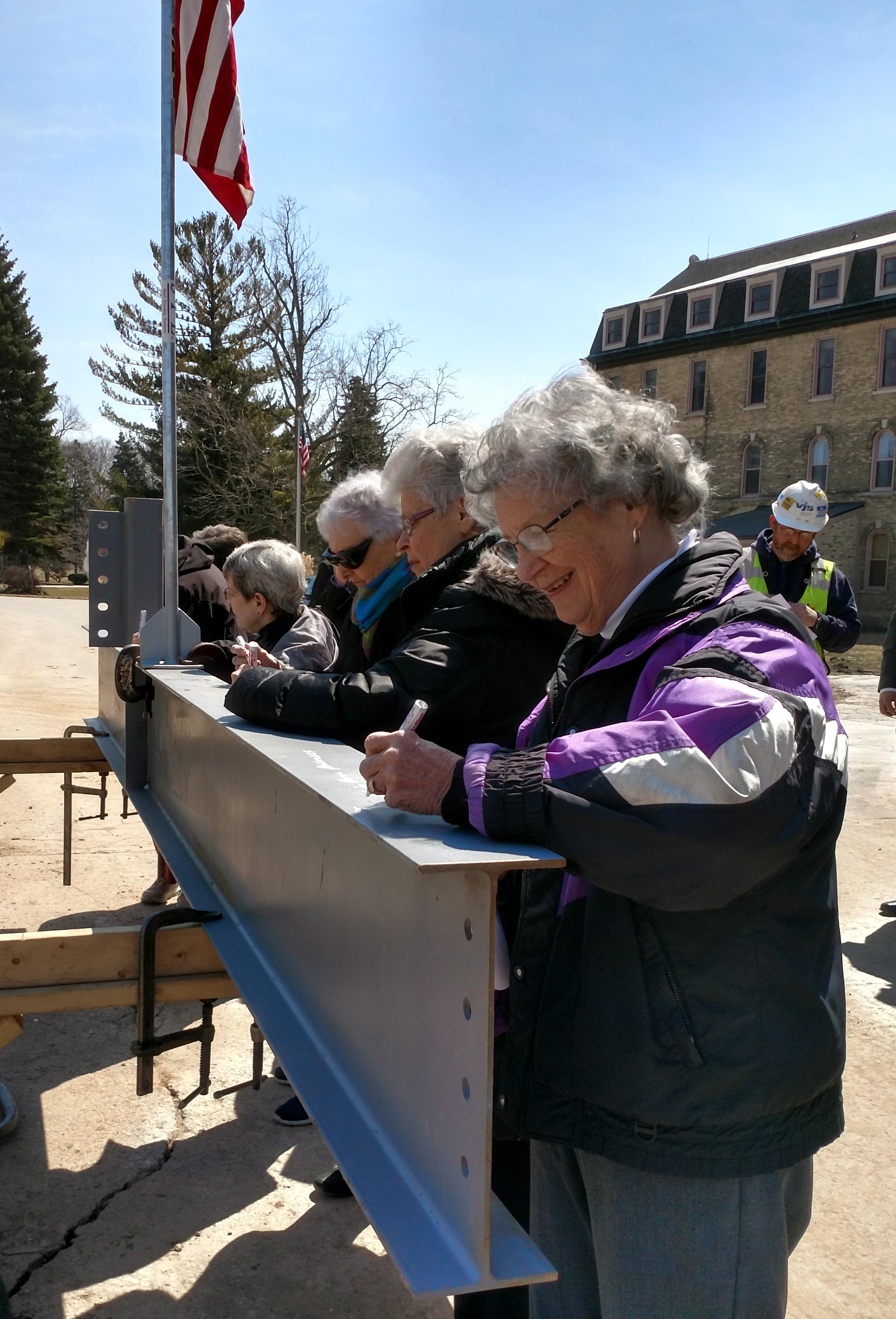 Sisters Beam Signing 18 0411.jpg