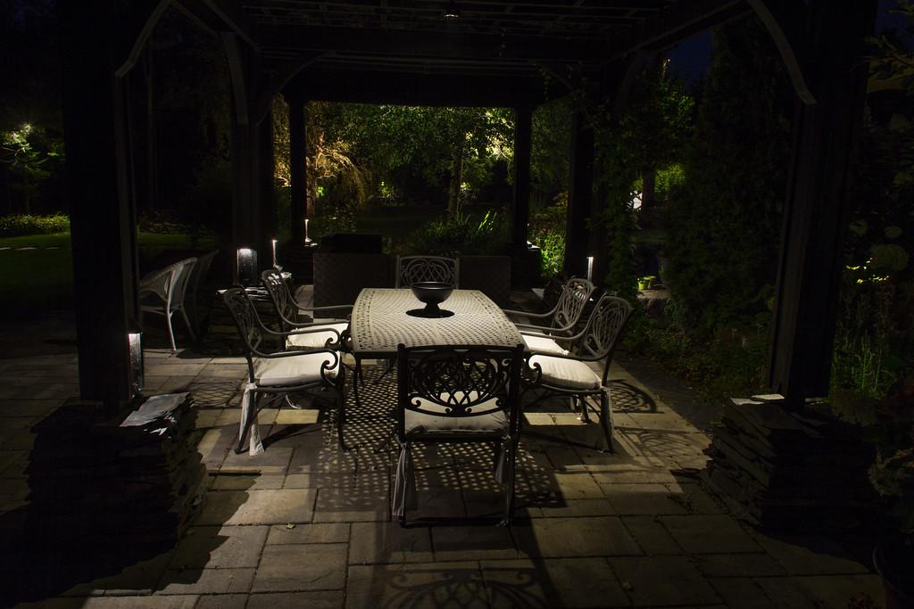Éclairage paysager, table extérieure