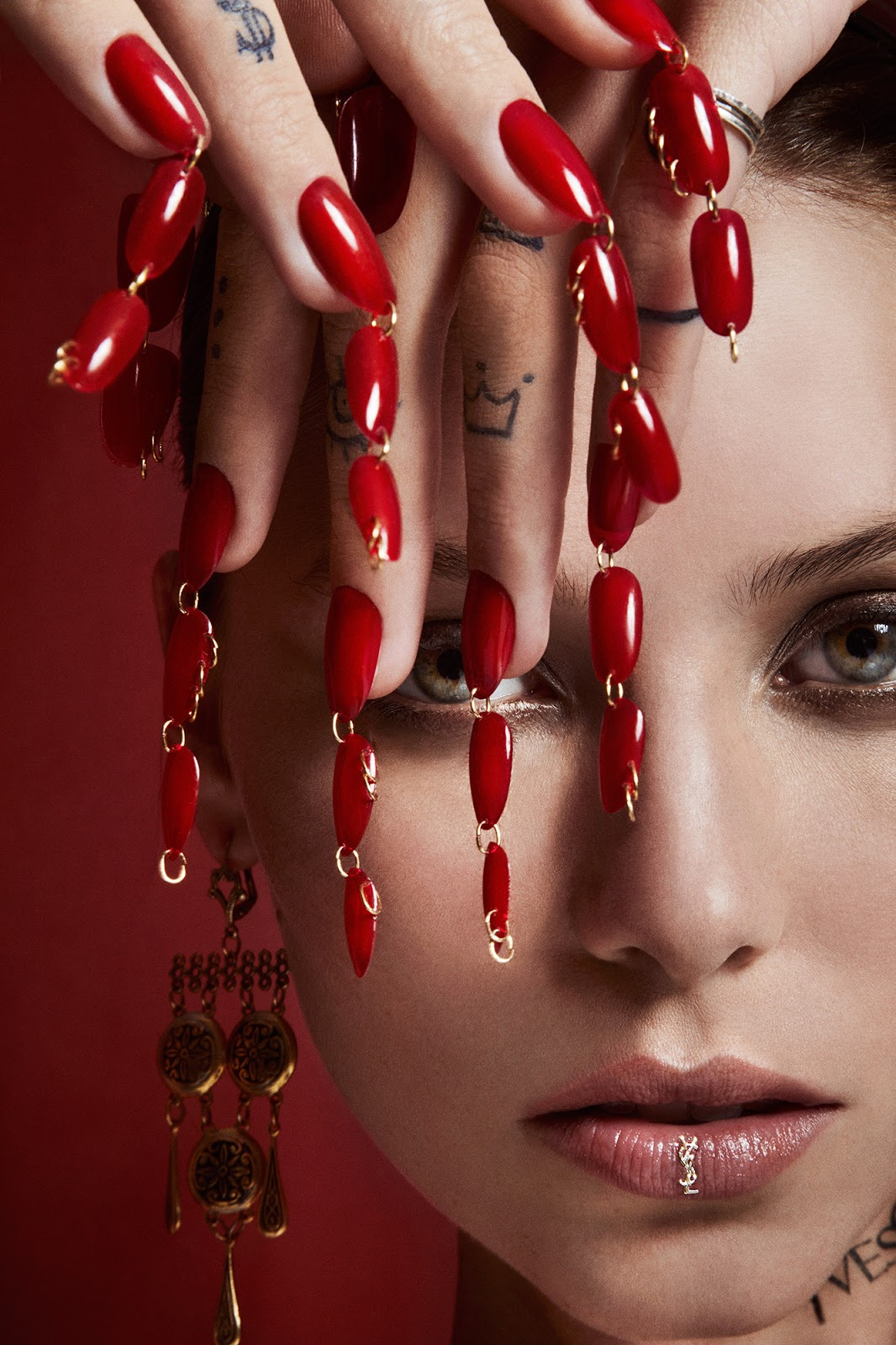 dripping-nails-manicure-chains-pierced-nails.jpg