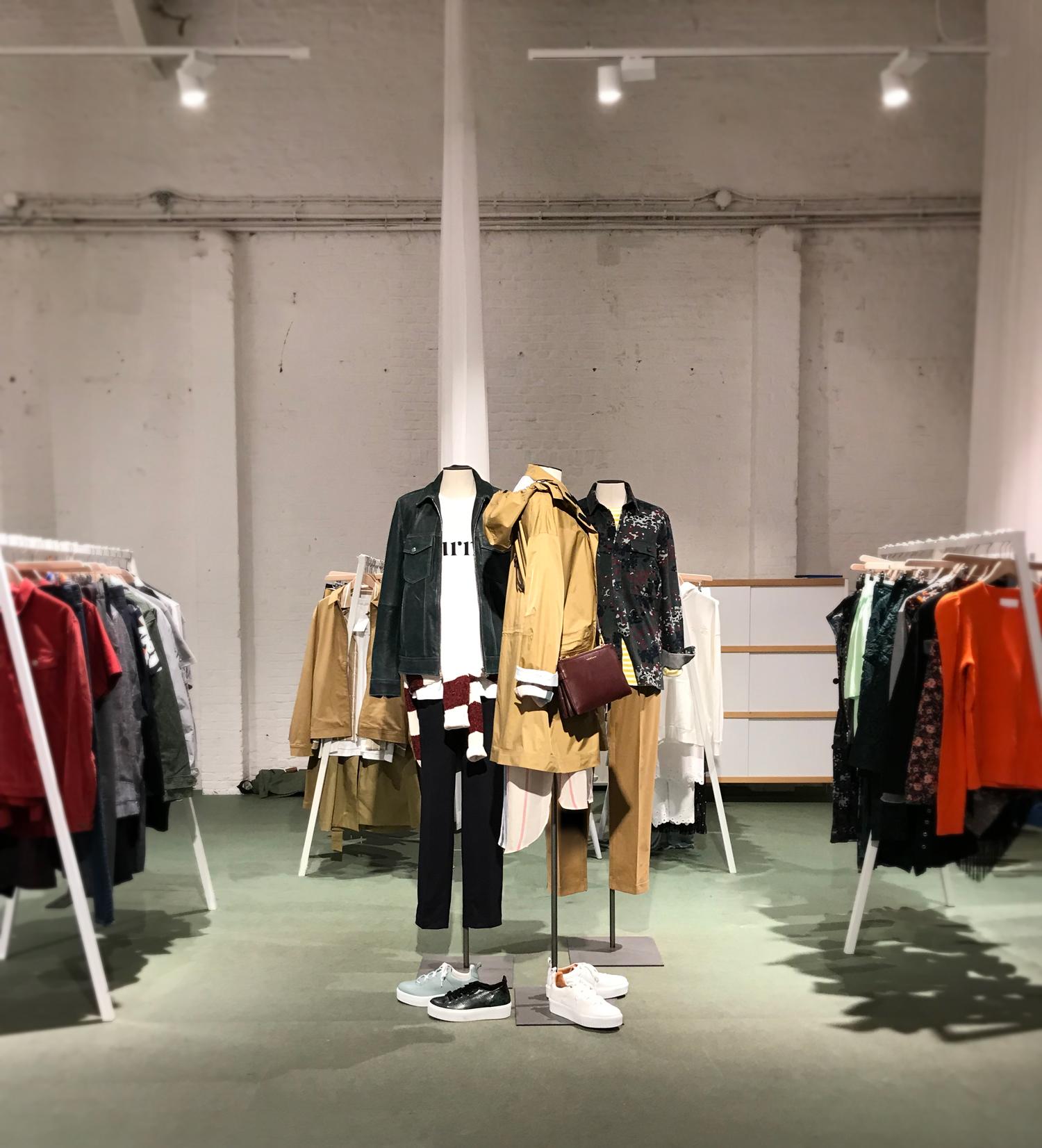 - SHOWROOM NIGHTINGALEWe did de visual merchandising at Nightingale Antwerp.In preparation of their open days.