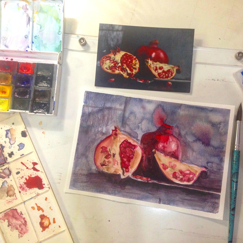 AQUARELA BÁSICA   A aquarela é uma das técnicas artísticas mais versáteis e antigas que conhecemos, passando pelo realismo científico ao gesto expressionista e chegando ao puramente abstrato. No  curso de aquarela  são trabalhados os princípios básicos de sua plástica, como a estilização, o gesto, as veladuras, as fusões, os efeitos e as texturas.    As  aulas de aquarela  são pensadas para estudantes iniciantes e avançados, com a pretensão profissional, artística ou apenas como um delicioso e viciante hobie. O estudante, caso queira, também recebe orientações para o desenvolvimento de um trabalho autoral artístico ou profissional em ilustração.   PRÉ REQUISITO: TER CURSADO O DESENHO BÁSICO E /OU IDADE MÍNIMA 13 ANOS    Dias:  Segundas, 9:00 às 11:00 e 17:30 às 19:30, terças e quartas 9:00 às 11:00, terças e quintas de 14:oo às 16:00  Carga horária:  2h 1x/semana  Previsão inicio:  Lista de espera  Professores:  Thaís Leal, Ludmila Kraichete e Daniel Franco  Mensalidade:  R$ 230,00.   Matricula:  R$ 130,00 ganha um kit com material.