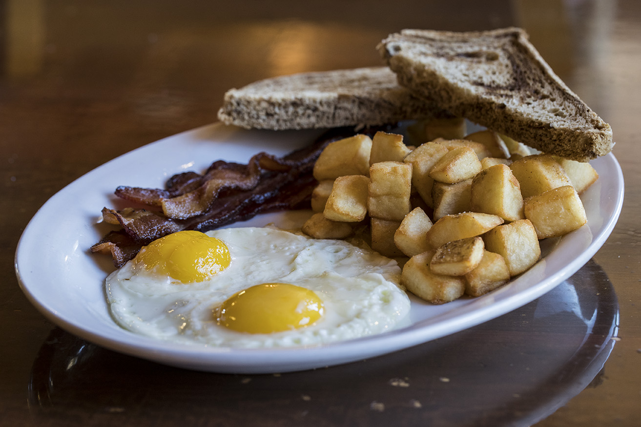eggs and bacon breakfast at arapahoe cafe dillon co
