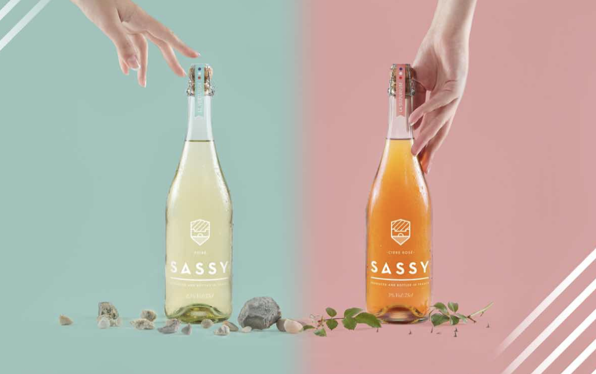 Sassy Rosé Cider     What it's made with: A blend of 15 different French-sourced apples (including red fleshed).   What it tastes like: A mix between a sweet and semi-dry cider with balanced fruity, acidic, and apple-y flavors.   What to sip it with: Fruity desserts or pastries.