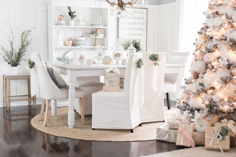 holiday-decor-small-space-05-1505838857 (1).jpg