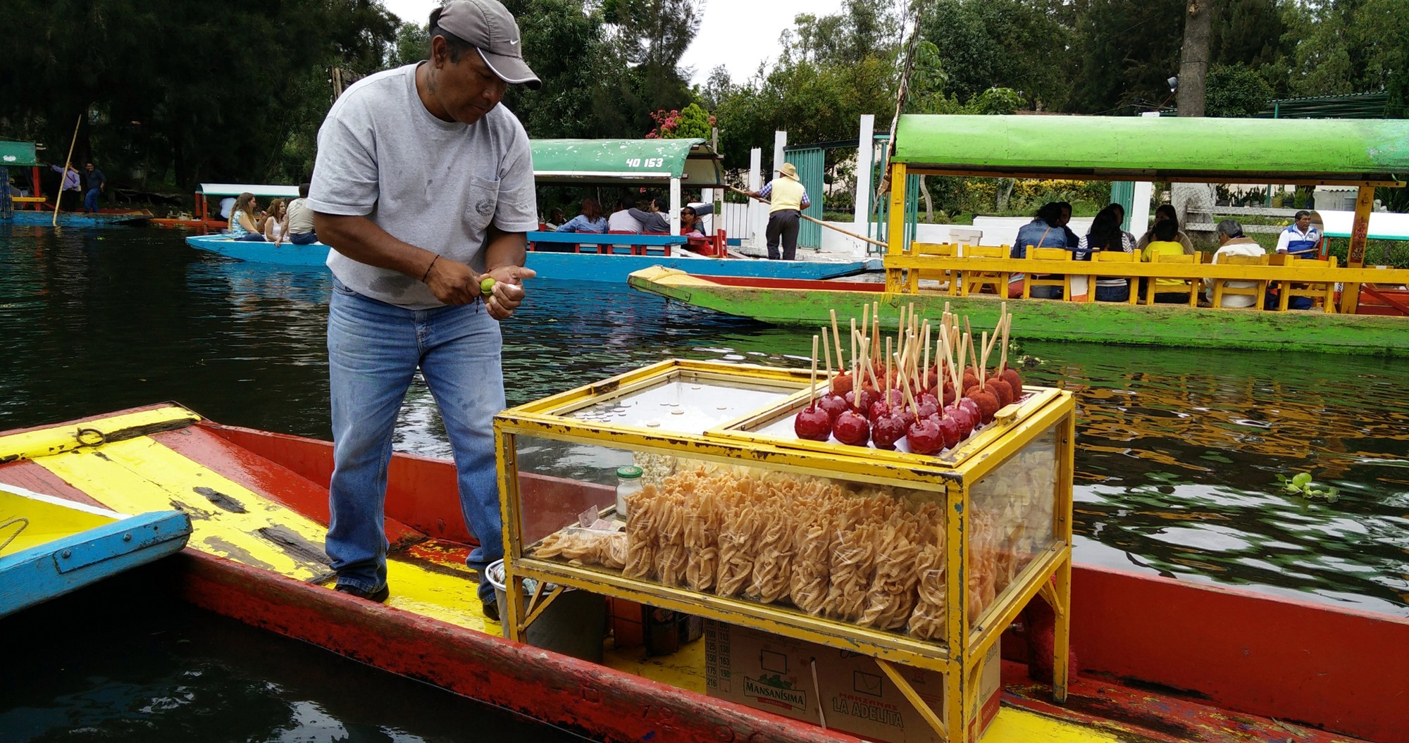Ancient-canals-of-Xochimilco-Mexico-City-26.jpg