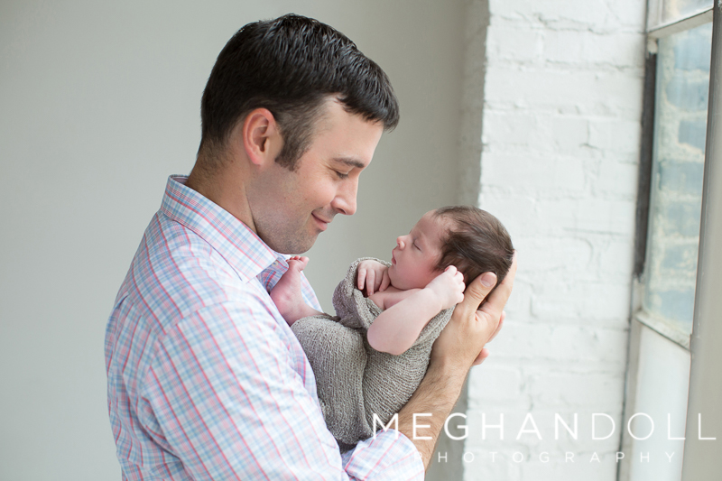 dad-admires-his-newborn-sondad-admires-his-newborn-son
