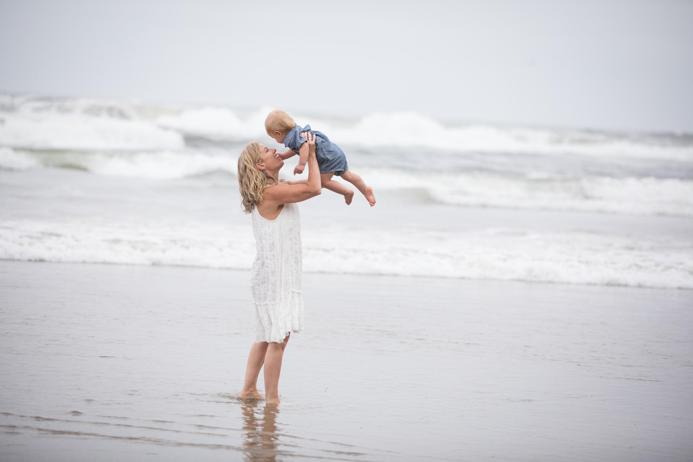 Mama_And_Babe_Shared_Kisses.jpg