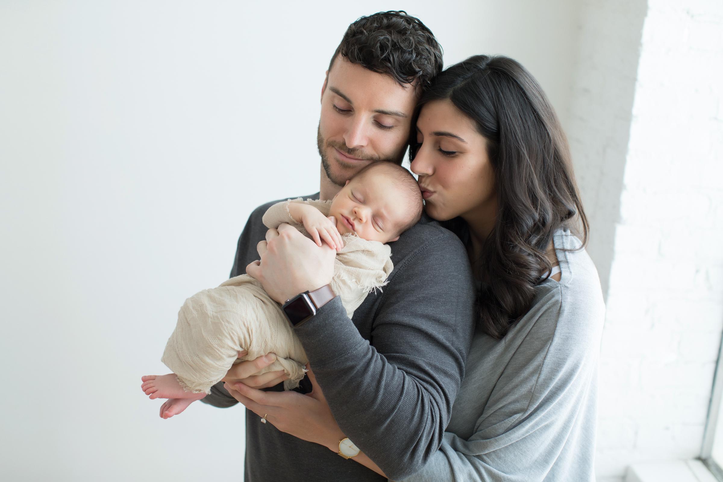 newborn_family_and_baby