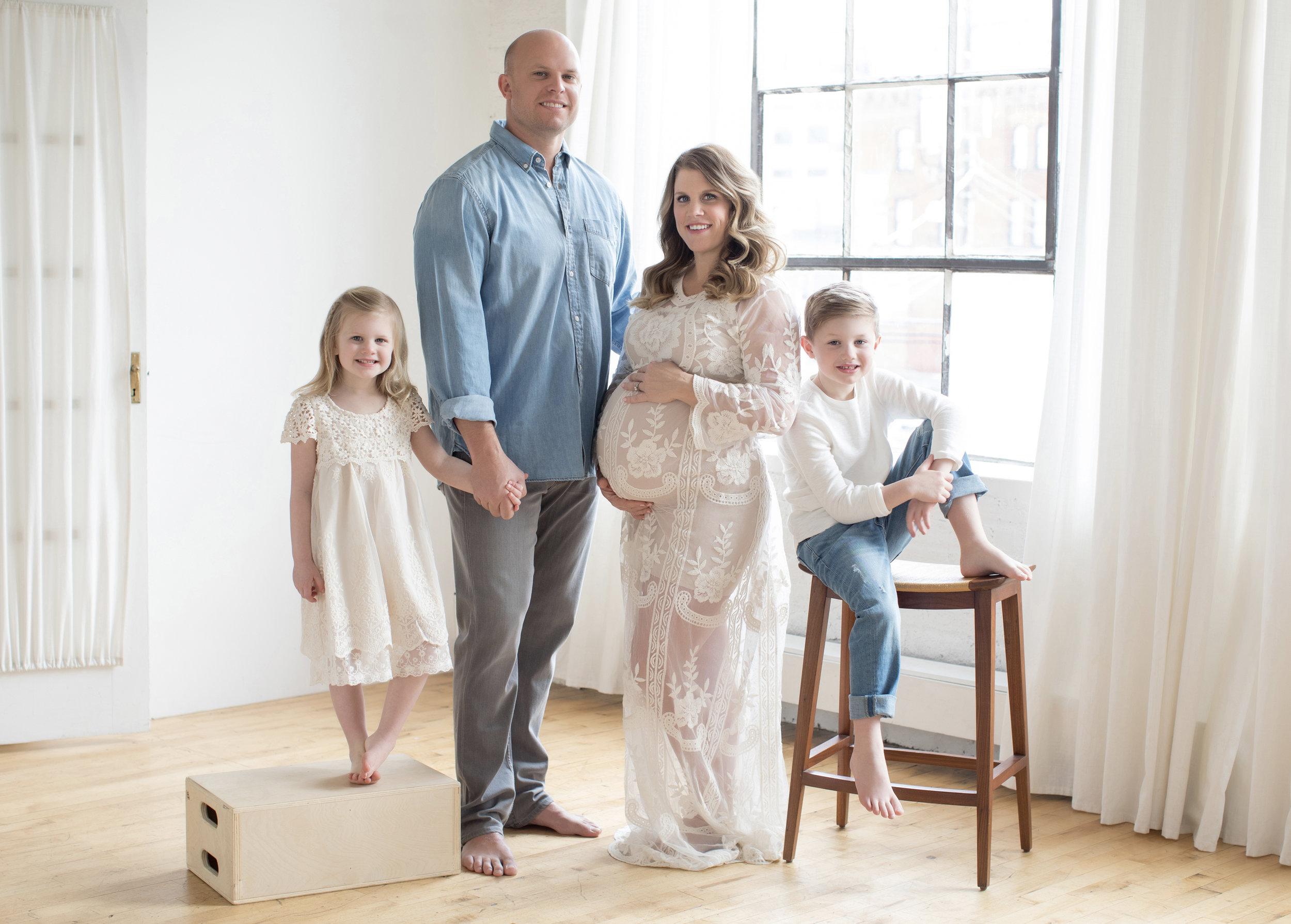 maternity_family_photo.jpg