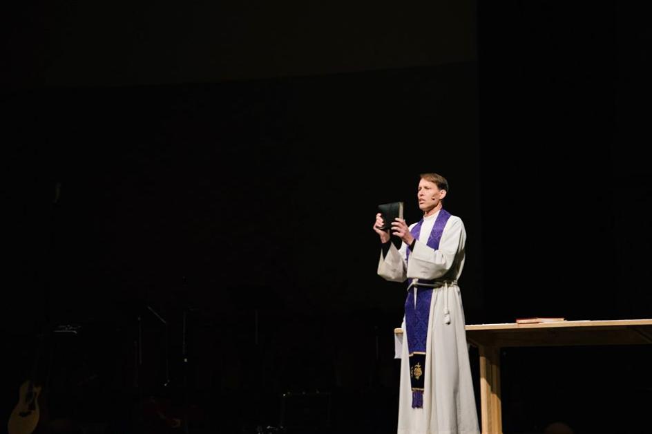 listen to a sermon -