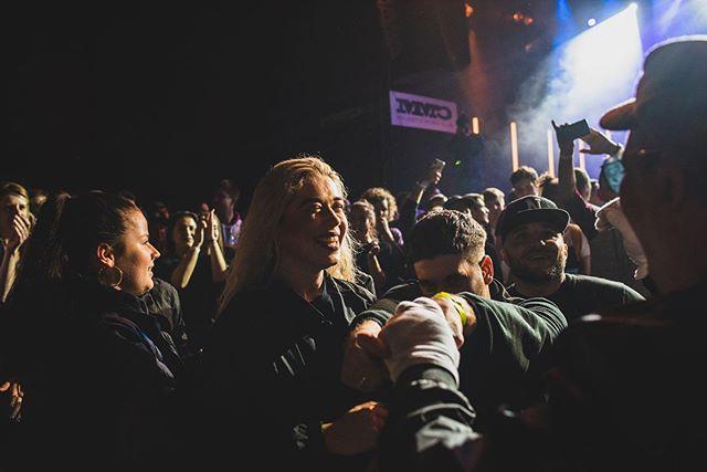 Dakujeme @ultrazvukrap ze sme mohli byt sucastou #ultratour! Opat sme vytiahli koncept BOMBDASTAGE, tentokrat ale rovno v cypheri medzi ludmi. Nezabudnutelna atmosfera! Video coskoro :) 📷: @barbarakoll  #ultrazvukrap #sdacrew #esdea #hiphop #freestyle #tanec #streetdanceacademy #lacistrike