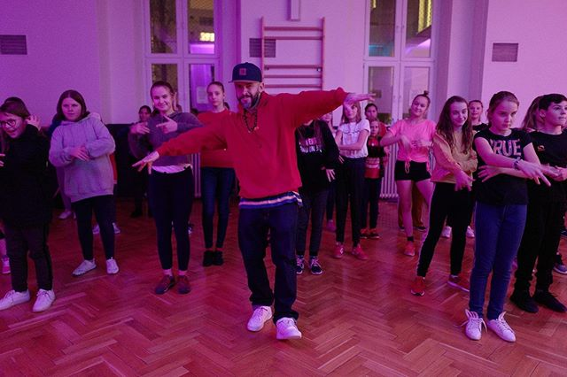 Ci uz ste cez leto makali alebo oddychovali, od dnes uz ideme naplno! Iba pripominame, ze zapisat sa musia aj clenovia co uz u nas tancuju :) tak pridite dost pred treningom aby ste vsetko postihali. Tesime sa na prve treningy!  #sdacrew #streetdanceacademy #lacistrike #budsda #tanec #choreografie #tanecnik #hiphop