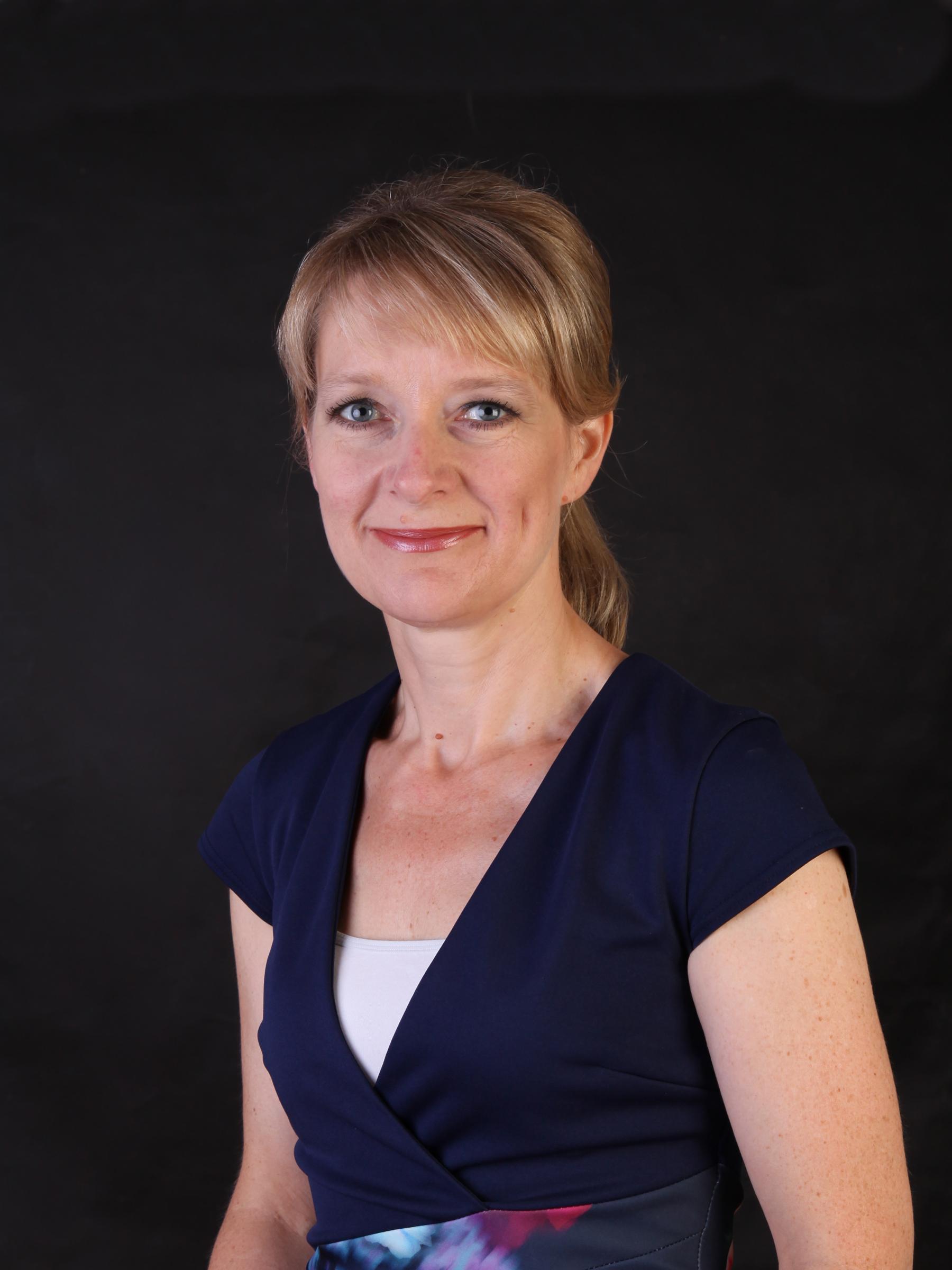 aMANDA MACAULEY - FOUNDER & DIRECTOR