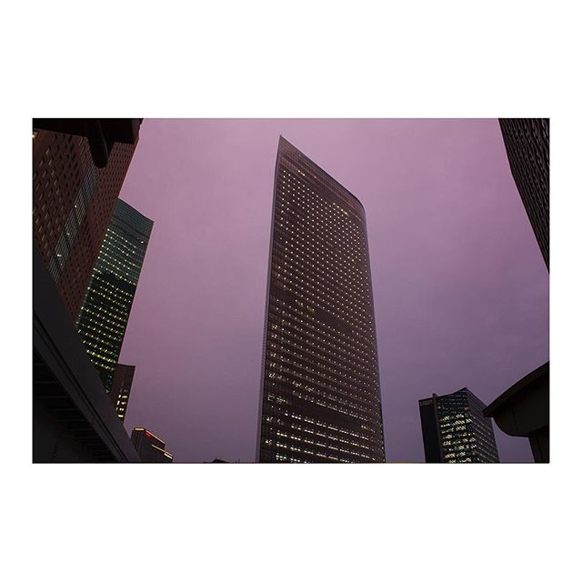 Crack the purple shaded sky. Dentsu building, Shiodome - 2010 #tokyo #東京 #japan #日本  #電通本社ビル #電通 #dentsu #building #ビル #jeannouvel #dentsubldg #shiodome #汐留 #shiodomeskyscraper #sharp #sword #刀 #architecture #建築 #photography #architecturephotography #headquarter #空 #sky #紫 #skyscraper #skyview #cityview #写真術 #nofilter