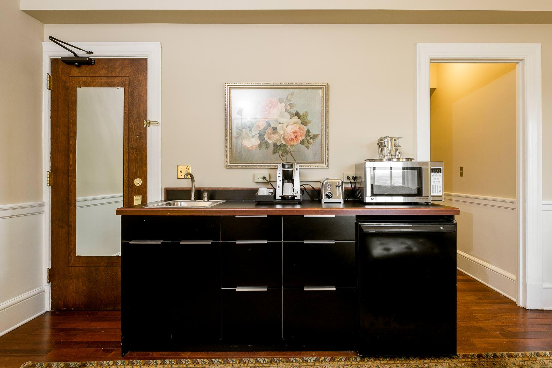 1103 Living Room 4.jpg
